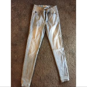 Lightwash Mid-Rise Jeans